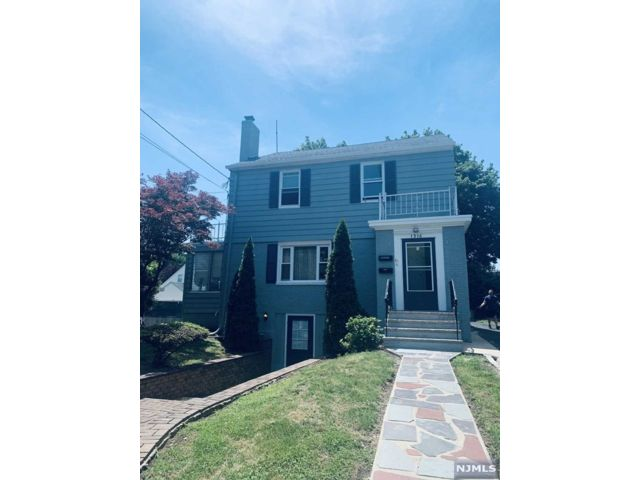 2 BR,  1.00 BTH 2 family style home in Bloomfield