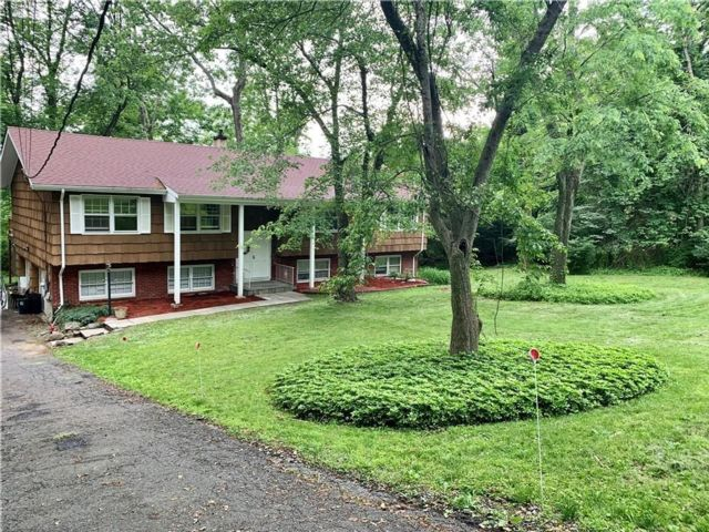 4 BR,  2.00 BTH Raised ranch style home in Thornwood