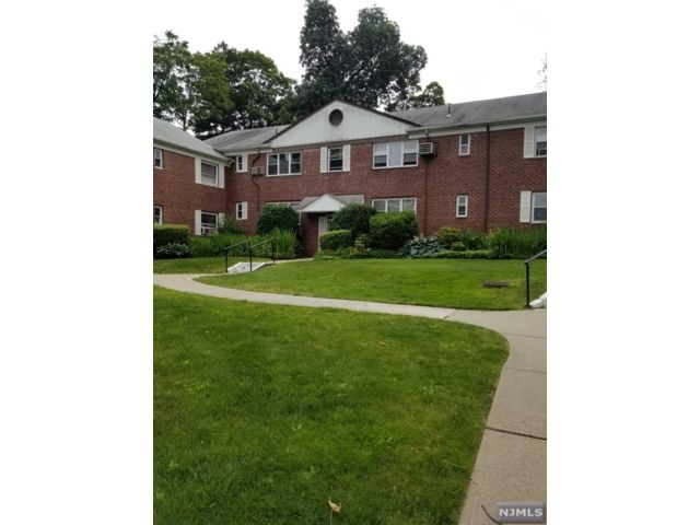 1 BR,  1.00 BTH Co-op style home in Passaic