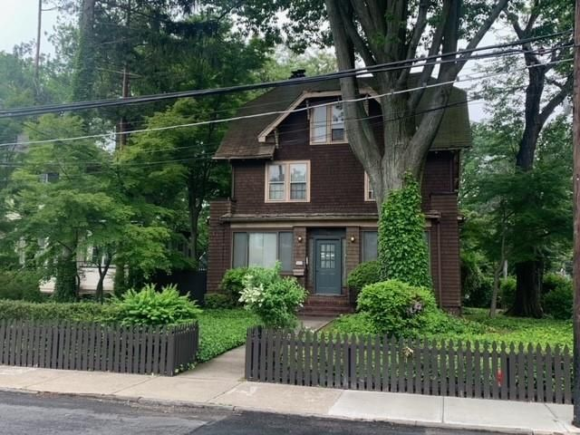 6 BR,  2.00 BTH Single family style home in West Brighton