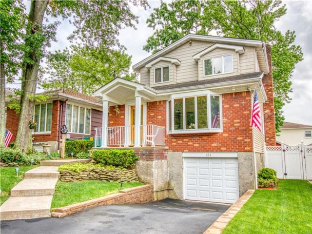 3 BR,  3.00 BTH Single family style home in Oakwood