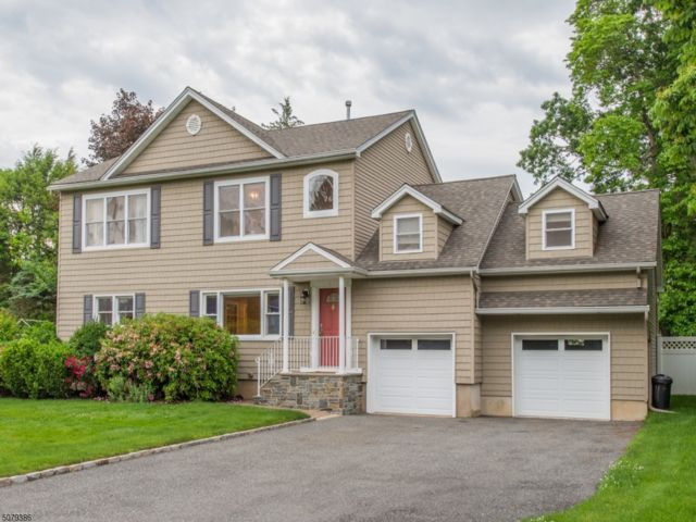 5 BR,  4.50 BTH Colonial style home in Fairfield