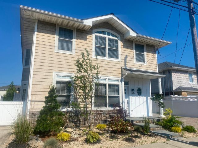 5 BR,  3.00 BTH Colonial style home in Point Lookout