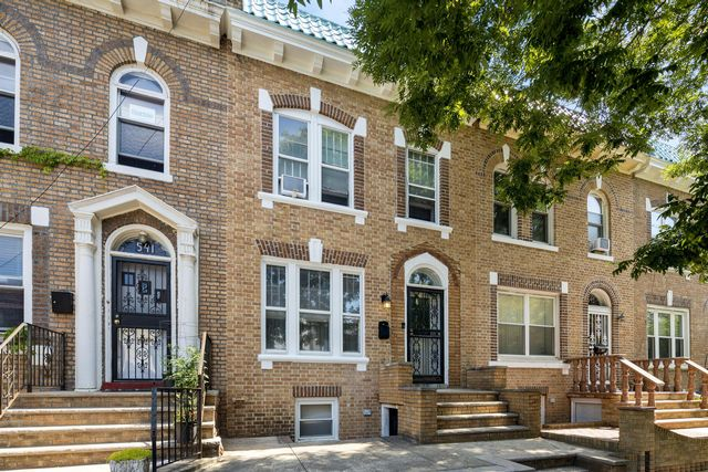 3 BR,  3.00 BTH  style home in Bay Ridge