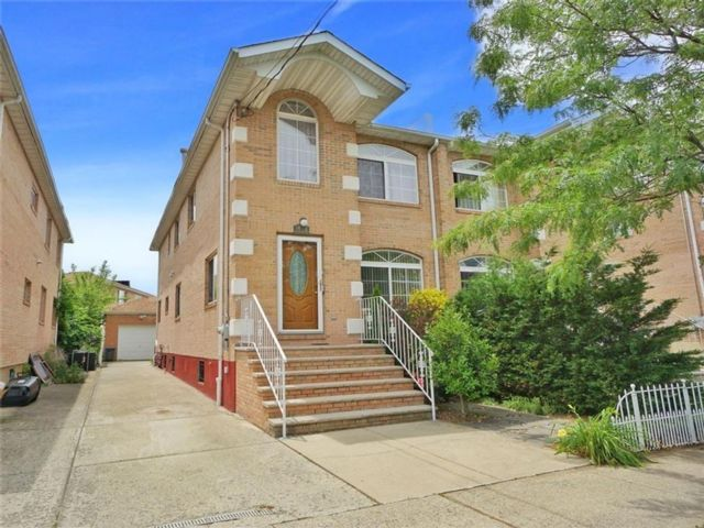 4 BR,  4.00 BTH Single family style home in Bergen Beach