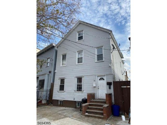 5 BR,  3.00 BTH Multi-family style home in Newark