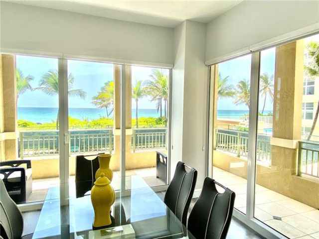 3 BR,  2.00 BTH Condo style home in Hallandale Beach