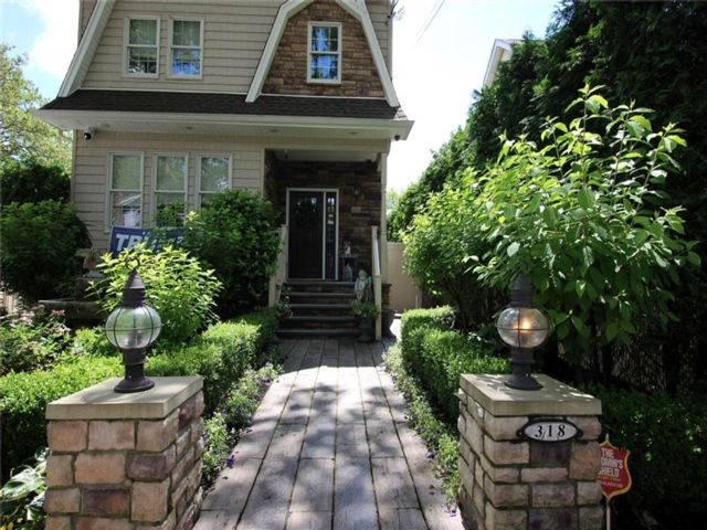 5 BR,  4.00 BTH Single family style home in New Dorp