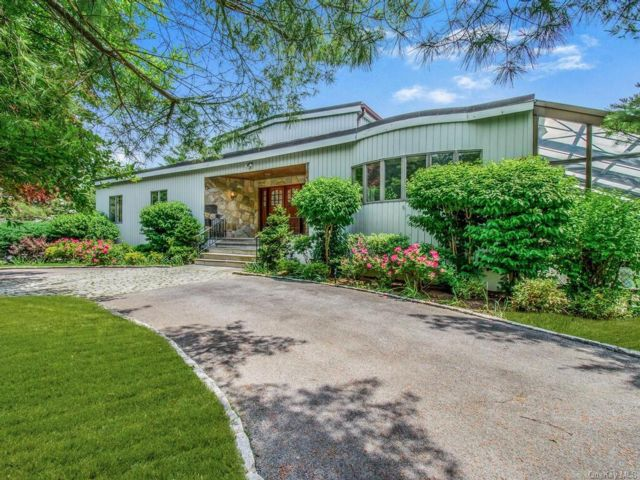 4 BR,  5.00 BTH Ranch style home in Greenburgh