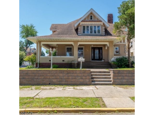 5 BR,  3.00 BTH Colonial style home in Belleville
