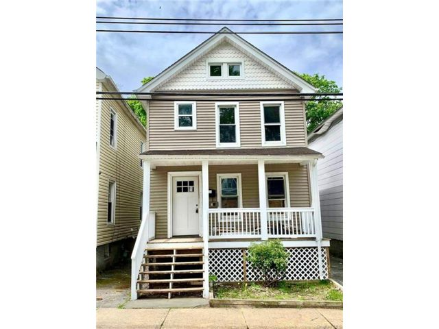 3 BR,  1.00 BTH Colonial style home in Middletown