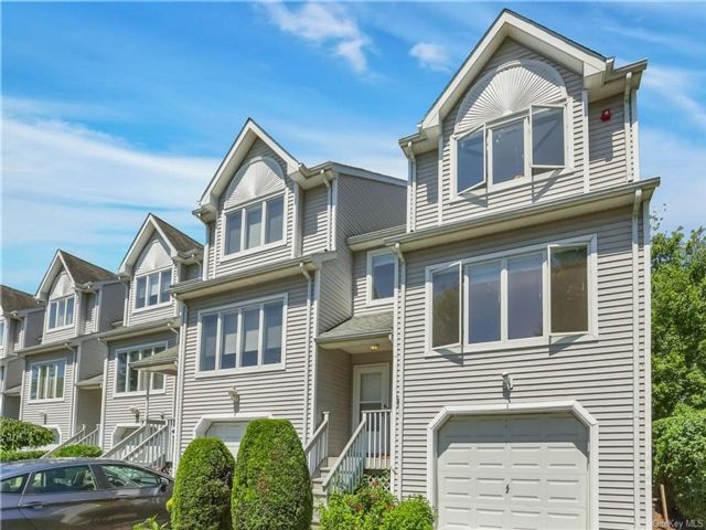 2 BR,  4.00 BTH Townhouse style home in Clarkstown