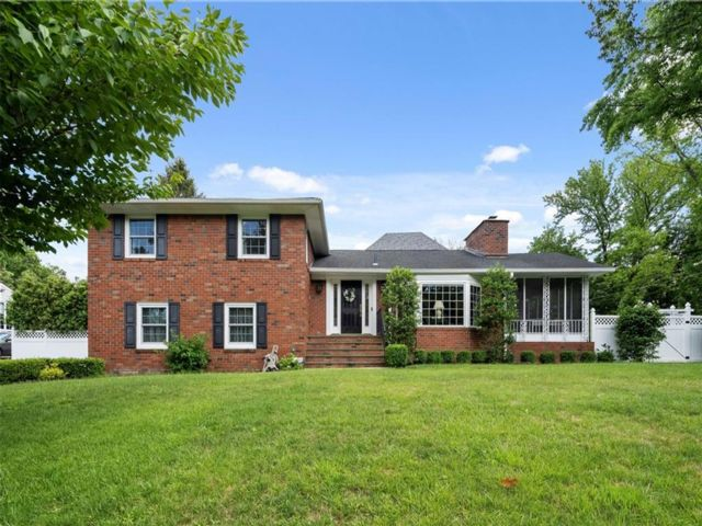 3 BR,  3.00 BTH Single family style home in Lighthouse Hill