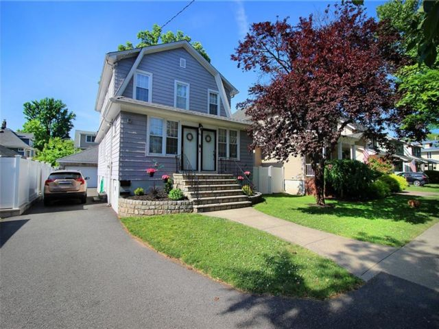 4 BR,  3.00 BTH Single family style home in Westerleigh