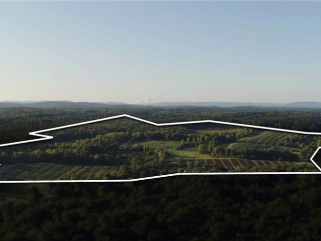 Lot <b>Size:</b>  Land style home in Plattekill