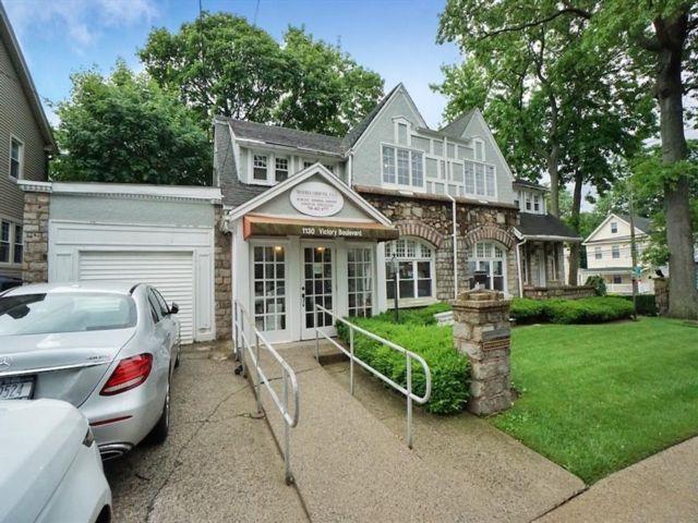 5 BR,  4.00 BTH Single family style home in Sunnyside