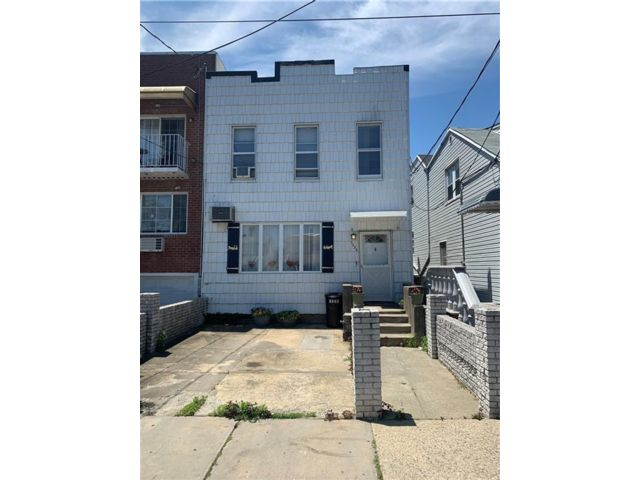 4 BR,  2.00 BTH Single family style home in Canarsie