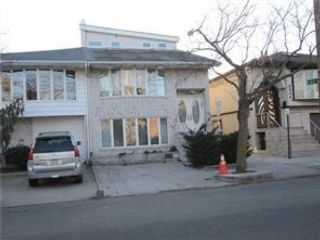 5 BR,  0.00 BTH Multi-family style home in Mill Basin