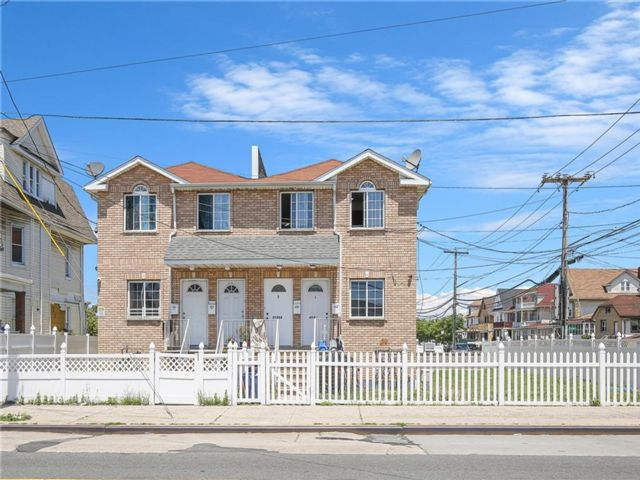 6 BR,  2.00 BTH Multi-family style home in Arverne