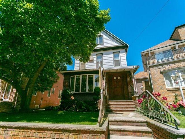 5 BR,  4.00 BTH Single family style home in Bensonhurst