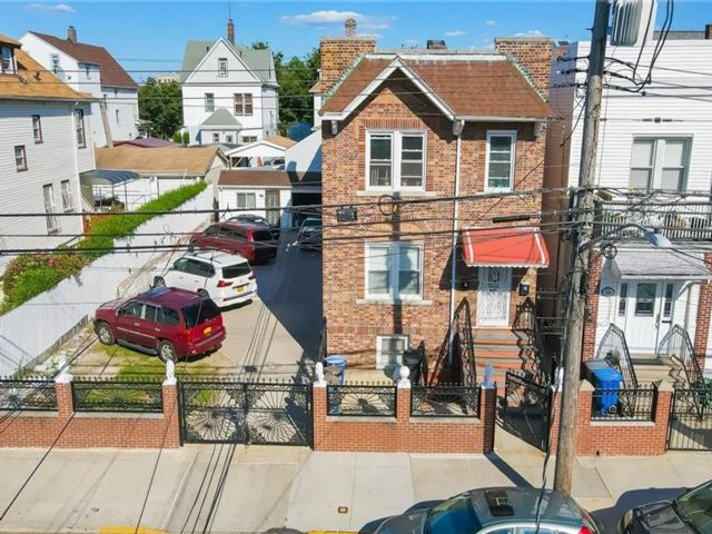 5 BR,  2.00 BTH Other style home in Wakefield