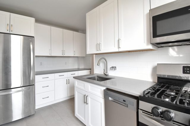 2 BR,  1.00 BTH Coop style home in Astoria