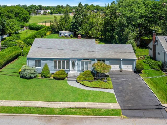 2 BR,  1.00 BTH Cape style home in Bethpage