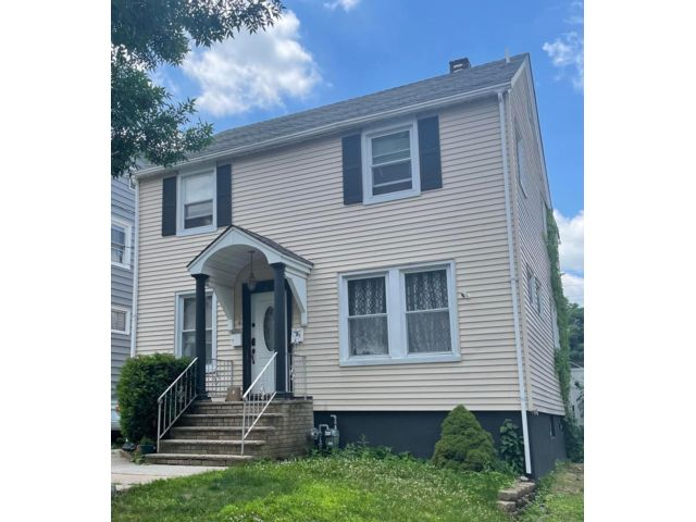 4 BR,  2.00 BTH 2 story style home in Clifton