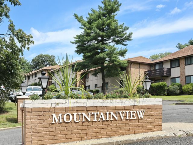 1 BR,  1.50 BTH Condo style home in Valley Cottage