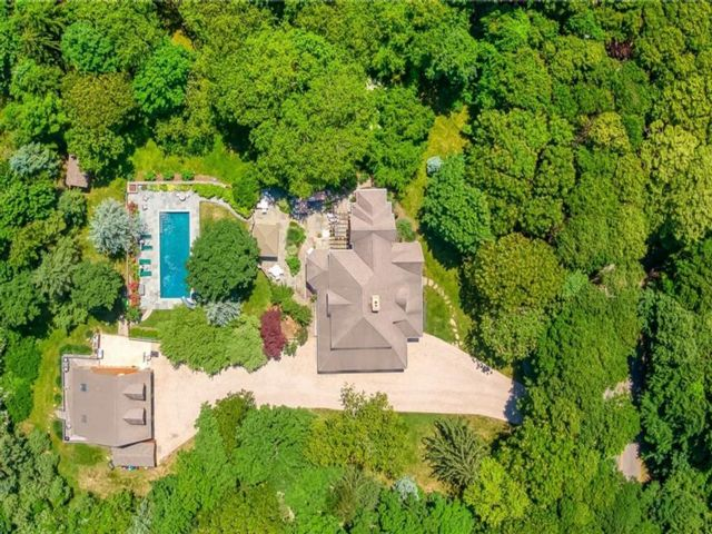 6 BR,  6.00 BTH Single family style home in Shelter Island