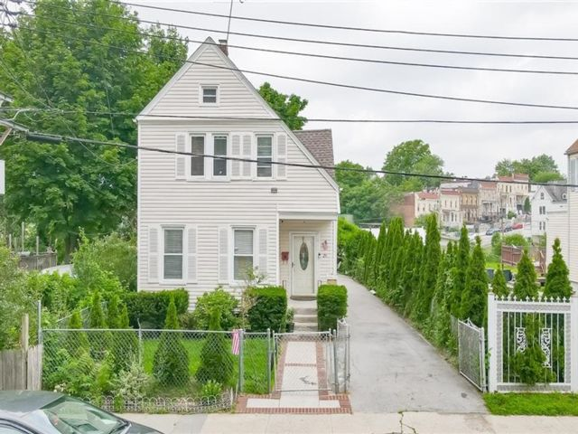 3 BR,  2.00 BTH House style home in Mount Vernon