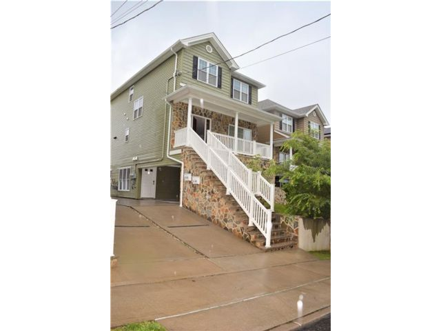 3 BR,  3.00 BTH Multi-family style home in St. George