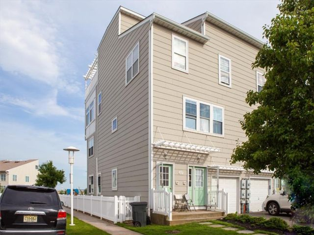 6 BR,  0.00 BTH Multi-family style home in Arverne