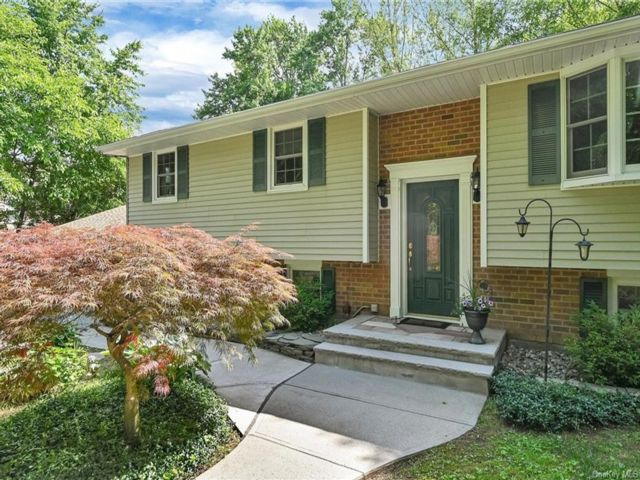 4 BR,  2.00 BTH Raised ranch style home in New Windsor