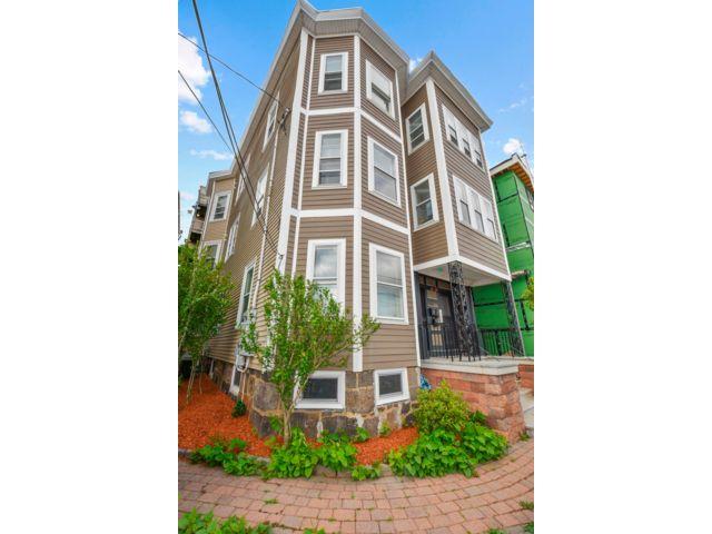 3 BR,  2.00 BTH Condo style home in Boston