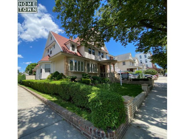 5 BR,  3.55 BTH Colonial style home in Bay Ridge