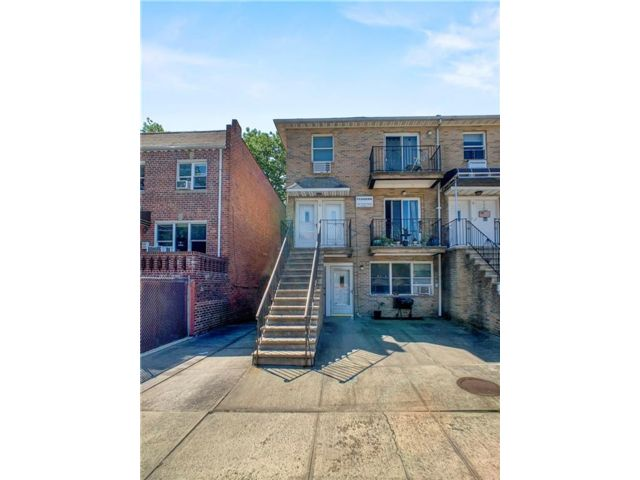 9 BR,  0.00 BTH Multi-family style home in Windsor Terrace