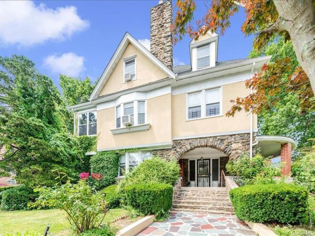 7 BR,  5.00 BTH Victorian style home in Yonkers