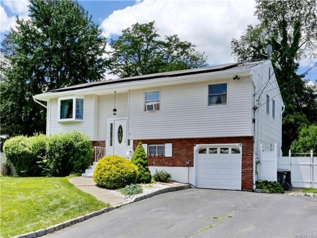 4 BR,  2.00 BTH Raised ranch style home in Stony Point