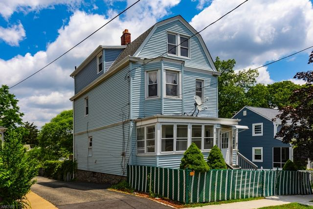 5 BR,  3.50 BTH Colonial style home in West Orange