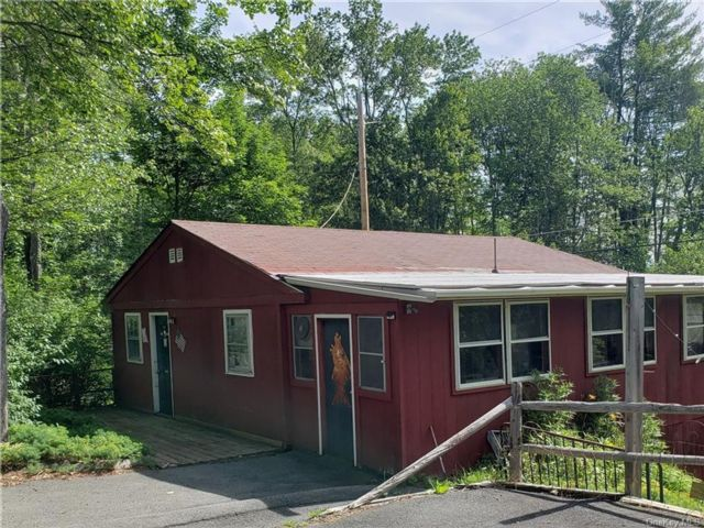 3 BR,  2.00 BTH Cape style home in Thompson