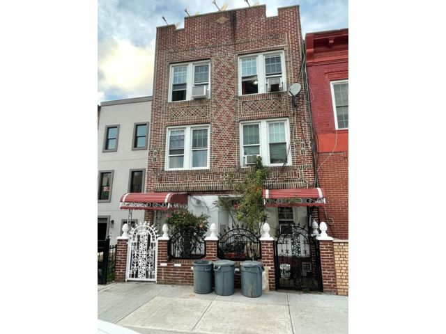 10 BR,  3.00 BTH  style home in Brooklyn