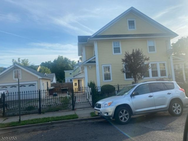 4 BR,  2.50 BTH Colonial style home in Irvington