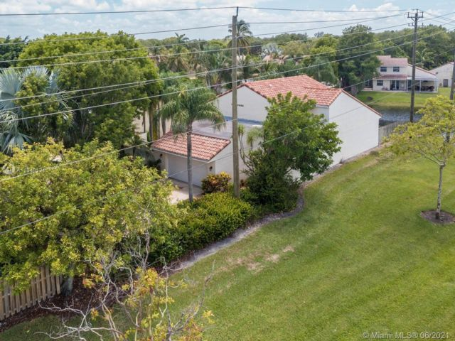 3 BR,  3.00 BTH  style home in Cooper City