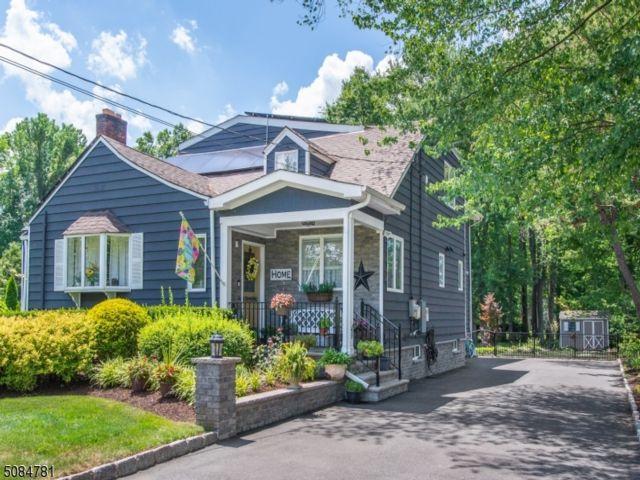 6 BR,  5.00 BTH Custom home style home in Fairfield
