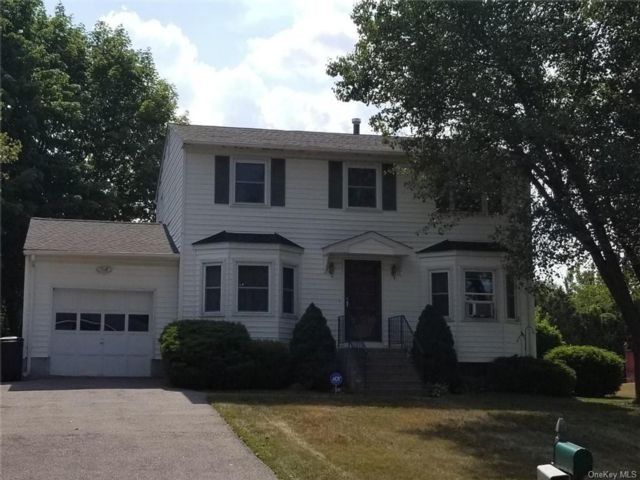 4 BR,  2.00 BTH Colonial style home in New Windsor