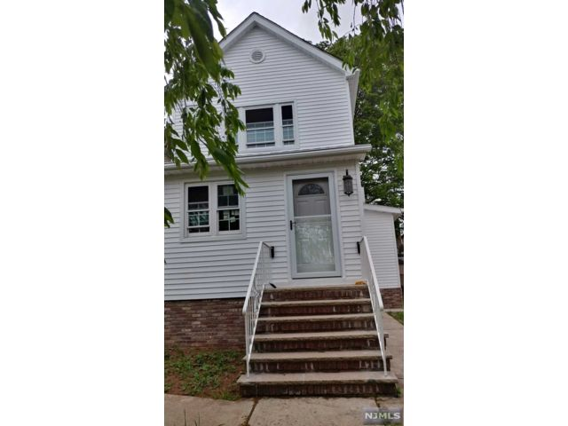 2 BR,  1.00 BTH House style home in Palisades Park