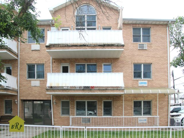3 BR,  3.00 BTH Condo style home in Sheepshead Bay