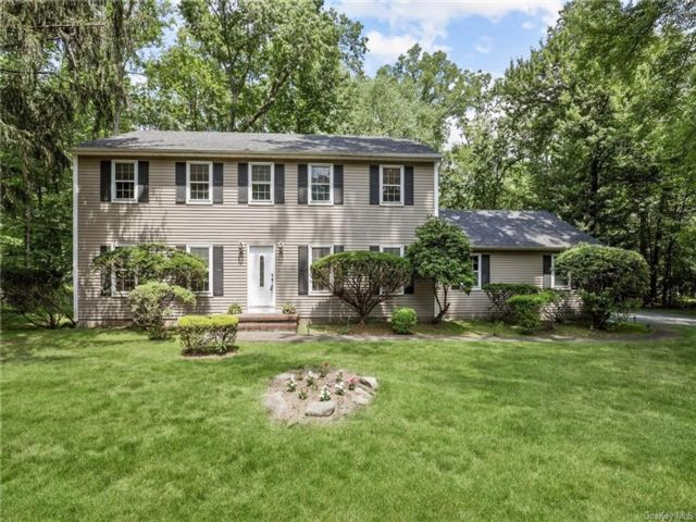 5 BR,  3.00 BTH Colonial style home in Clarkstown
