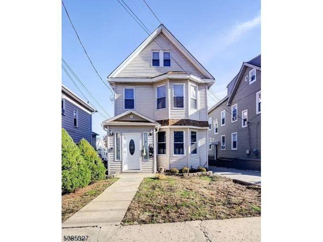 4 BR,  2.00 BTH House style home in Nutley